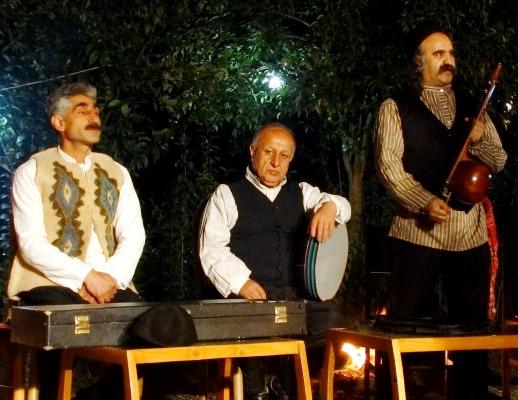 Folk music singers